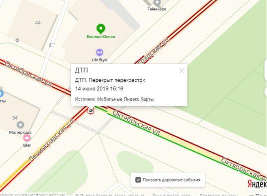 Наперекрестке улиц Ленинградской иОктябрьской вВологде столкнулись автобус и«Мерседес»