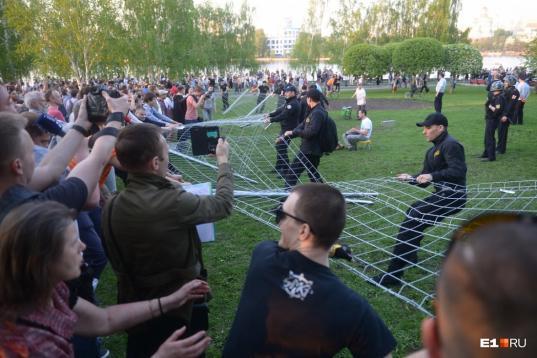 После протестов в Екатеринбурге власти предложили жителям выбрать место для храма
