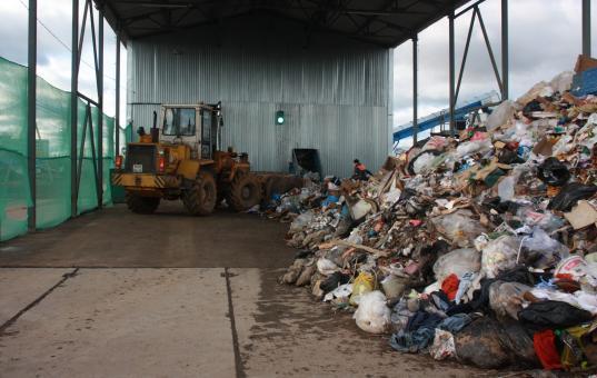 Регоператор нанял для транспортировки мусора в Вологде пять перевозчиков