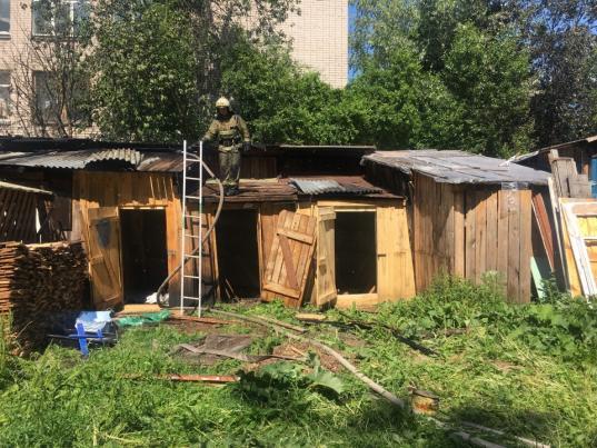 В Вологде подожгли сараи в переулке Водников