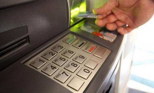 В Великом Устюге пьяный 16-летний подросток украл деньги с карты знакомого
