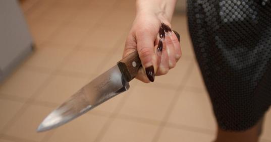 В Череповце женщина зарезала ревновавшего ее сожителя