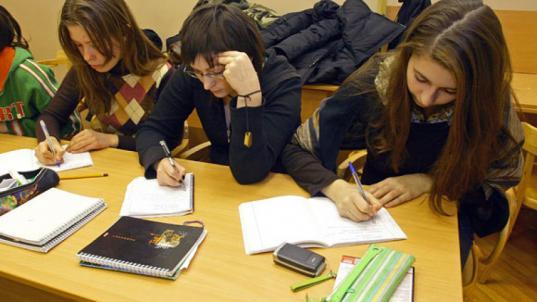 С 1 сентября 2019 года стипендии студентов колледжей и техникумов в Вологодской области увеличат до тысячи рублей