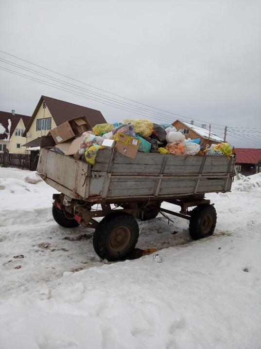 """""""Мусорная реформа"""" в Великом Устюге: для сбора мусора на улице Преминина установили телегу"""