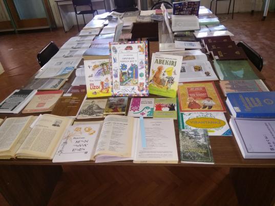 В областной библиотеке в Вологде открылась выставка«Вепсы: язык и культура»