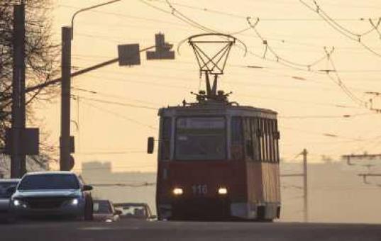 В Череповце ищут подростков, разбивших камнем стекло трамвая