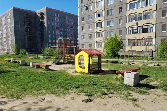 В Череповце предпринимателя обязали снести установленную за его счет детскую площадку
