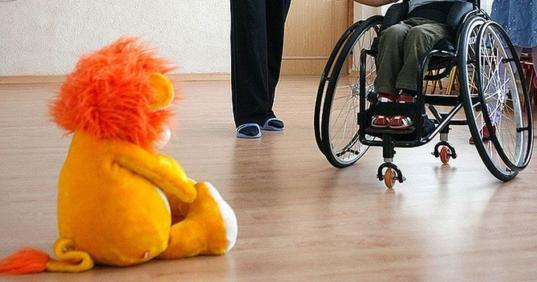 С 1 июля в России почти в два раза увеличится размер выплат на детей с инвалидностью