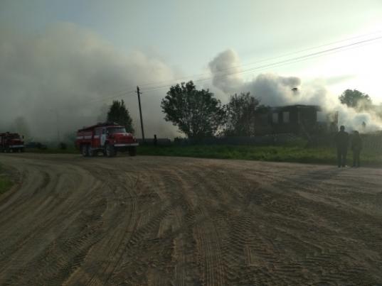 Три человека погибли на пожаре в Верховажском районе