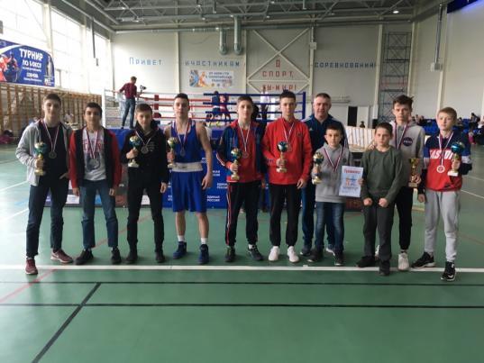 Череповецкие спортсмены завоевали 10 медалей на соревнованиях по боксу в Ленинградской области