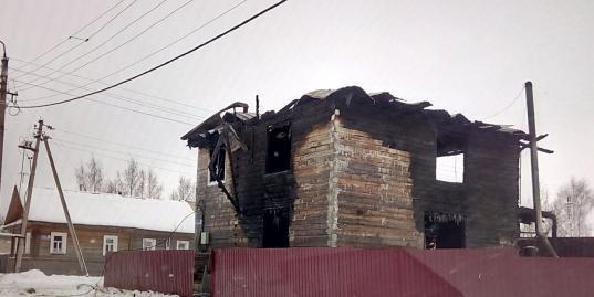 Погибшими на пожаре в Кирилловском районе оказались детский тренер Анатолий Бабкин и его сын