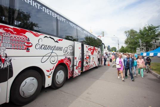 На маршруте «Вологда – Санкт-Петербург» ездят новые автобусы: «Петр Великий» и «Екатерина Великая»