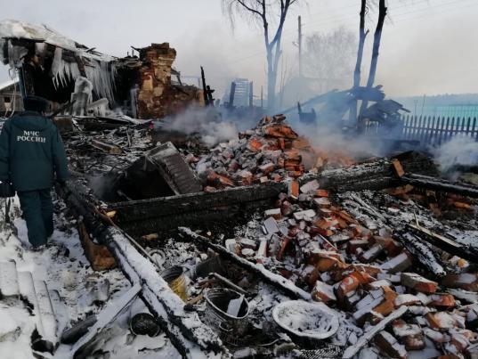 Два человека погибли на пожаре в поселке Туровец Междуреченского района