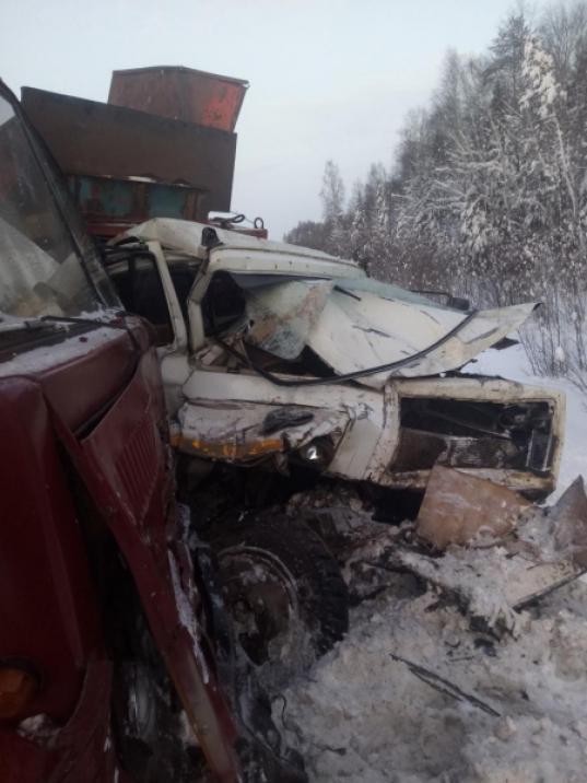 В Великоустюгском районе пьяный водитель ГАЗа выехал на встречку и врезался в КамАЗ