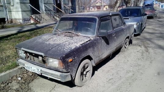 Жителям Вологды предлагают сообщать о бесхозных машинах в пятом микрорайоне