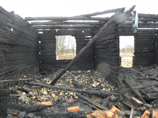 В Устюженском районе при пожаре из-за короткого замыкания погиб 30-летний мужчина
