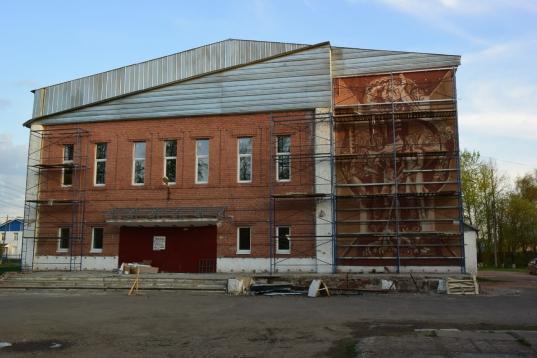 В Грязовце советское панно на стене дома культуры хотят закрыть плитками