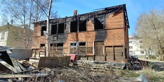 Сгоревший расселенный дом на улице Козленской, 17а в Вологде продали, нарушив мораторий