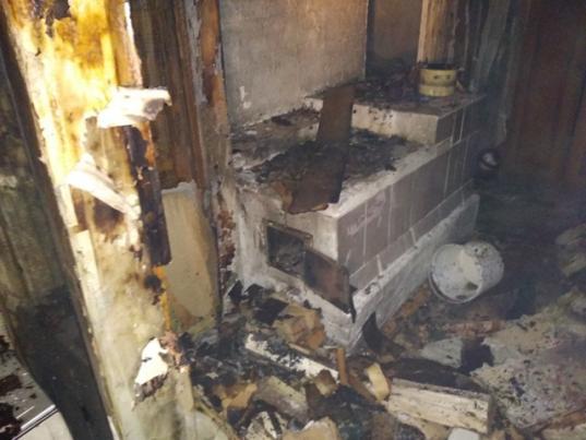 Два подростка играли со спичками и получили ожоги на пожаре в Белозерском районе