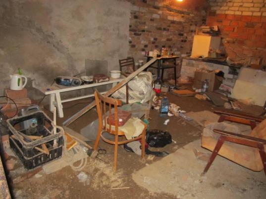 Житель Грязовца организовал наркопритон в гараже