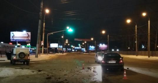 В Вологде «Мерседес» врезался в полицейский УАЗ