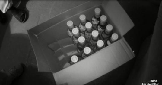 Житель Череповца торговал контрафактной водкой в своем гараже