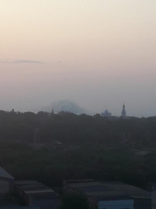 В Вологде продолжают тушить пожар на свалке на улице Мудрова