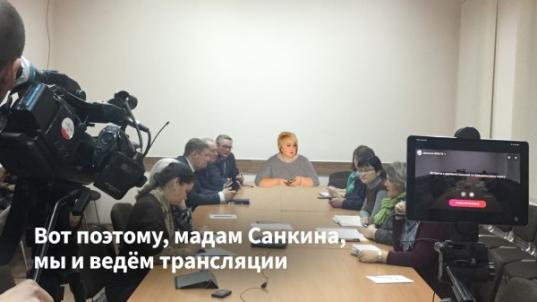 Суд в Вологде отказал сотруднице горадминистрации в требовании удалить коллажи с ее фото из блога Евгения Доможирова