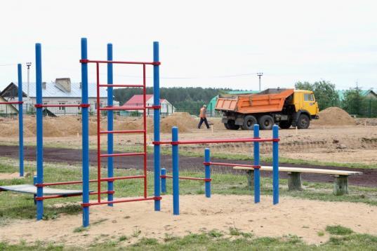 Реконструкцию пришкольного стадиона в Тарноге обещают завершить к 15 августа