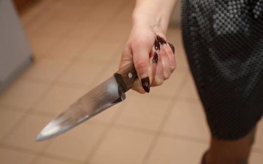 20-летняя череповчанка из ревности зарезала своего женатого любовника