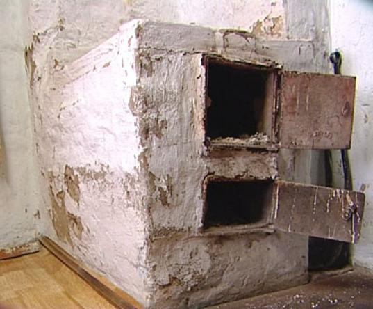 Пенсионерка в Грязовецком районе четыре года добивалась ремонта печи в муниципальной квартире