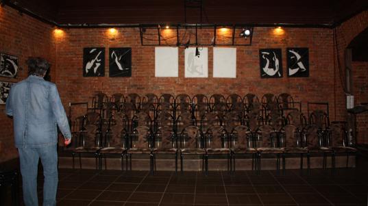 «Занавесим стены полиэтиленом и начнём играть»: худрук Камерного театра Вологды Яков Рубин о переезде в другое помещение