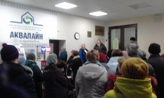 В офисе «Аквалайна» в Вологде скопились очереди: вологжанам неверно рассчитали плату за вывоз мусора