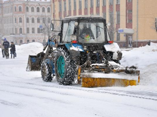 В Вологде проводят эксперимент: очищать тротуары отснега и наледи теперь начинают с восьми часов вечера