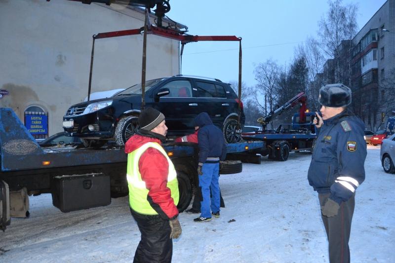 Десять водителей оштрафуют за незаконную парковку в Вологде