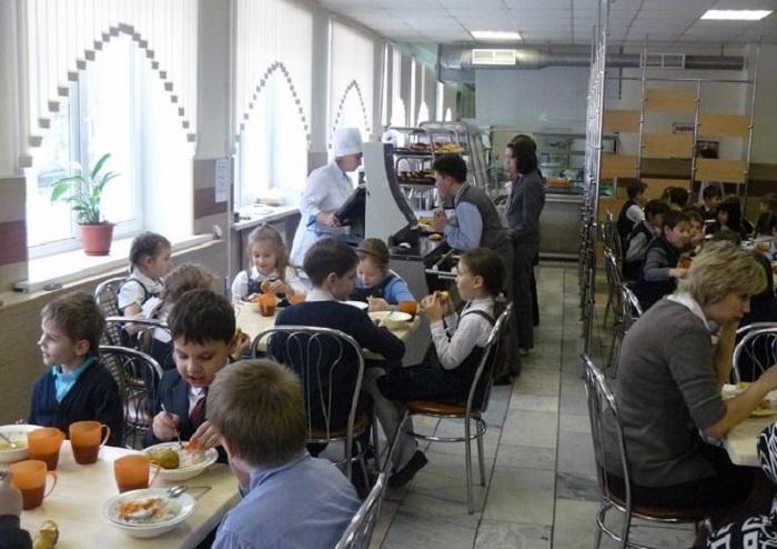 Проблему очередей за едой в школах Вологды и Череповца будут решать с помощью «Электронных столовых»