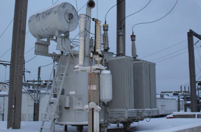 Новый силовой трансформатор ТМН 1000/35/10 устанавливают на подстанции  35/10 кВ «Карица» филиала МРСК Северо-Запада «Вологдаэнерго»