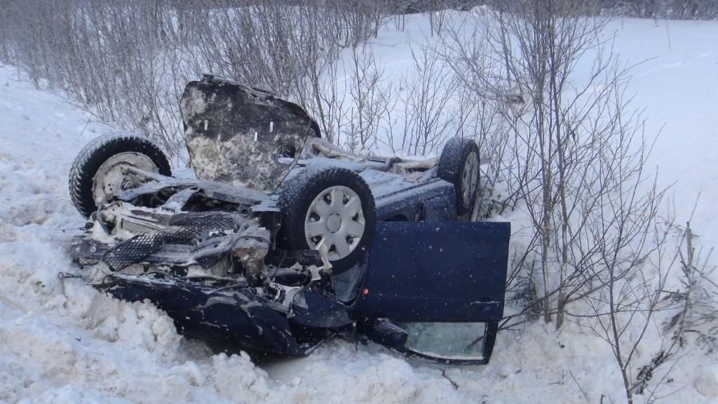 Автомобиль вылетел в кювет после обгона в Сокольском районе: погибла пассажирка