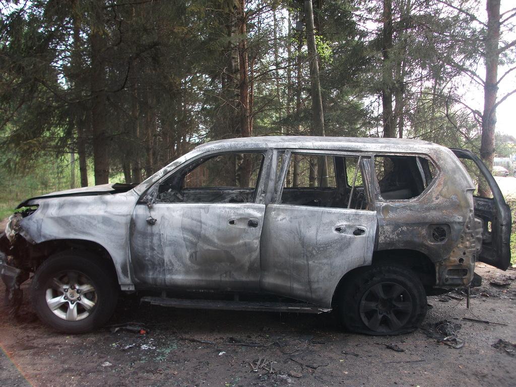 В Устюжне в Land Cruiser Prado воспламенился газ: внедорожник сгорел