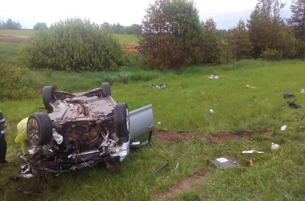 В Шекснинском районе после столкновения перевернулась иномарка: пострадали шестеро