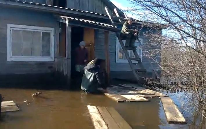 Помощь не для отчета: как волонтеры помогают пострадавшим в Великоустюгском районе