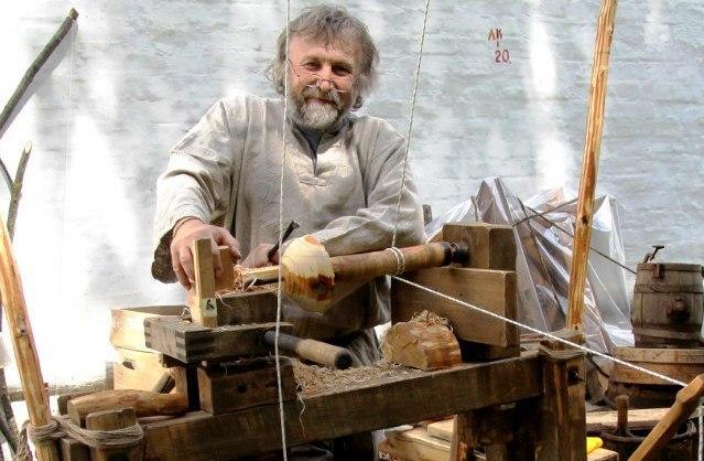 Гран-при фестиваля «Голос ремесел» выиграл мастер, собравший средневековый токарный станок