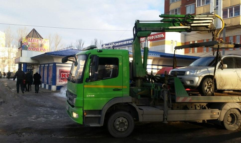 В Вологде у хозяйки цветочного магазина арестовали автомобиль TOYOTA RAV 4