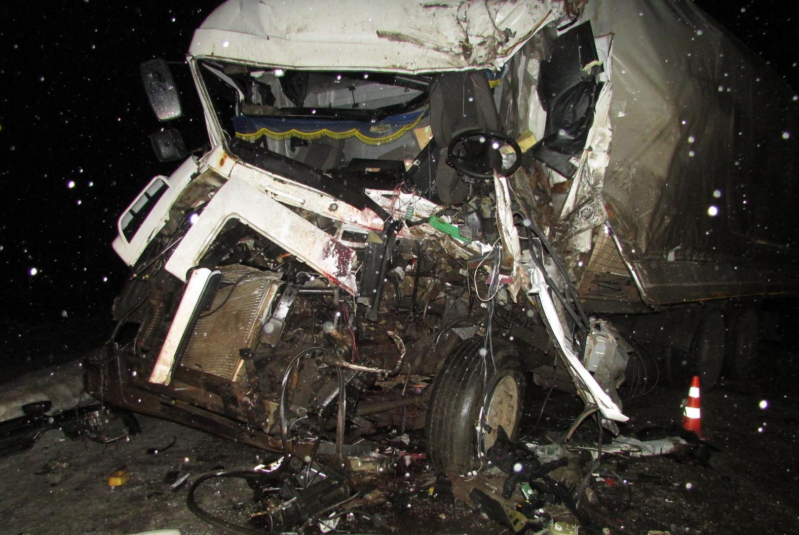 В Великоустюгском районе столкнулись МАЗ и КамАЗ: погиб водитель МАЗа