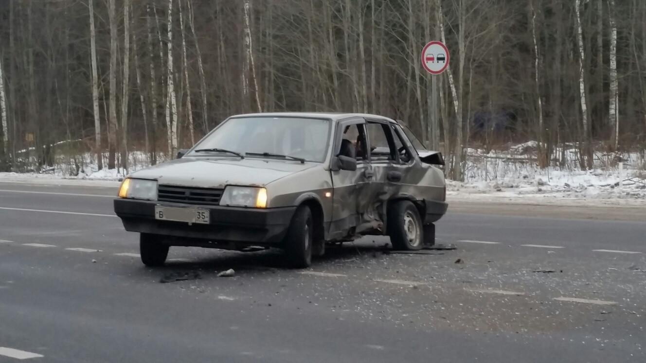 ВАЗ столкнулся с Фольксвагеном в Череповецком районе: есть пострадавшие