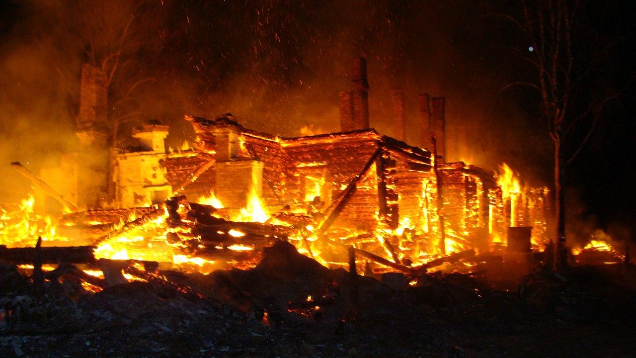 В Тотемском районе пенсионерка, изготовлявшая дома спиртное, погибла при пожаре