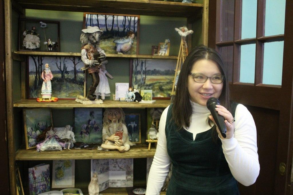 Выставка авторских кукол, картин и книг Леты Югай открылась в Вологде