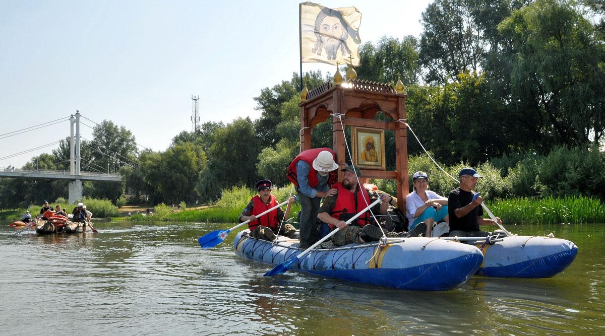 Череповец посетят участники водного крестного хода на моторных яхтах
