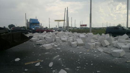На Окружном шоссе в Вологде рассыпались блоки