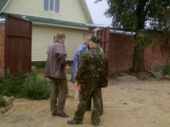В зеленой защитной форме - представители Следственного Управления СК России по Вологодской области